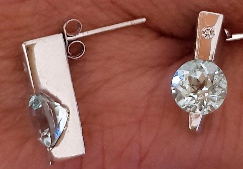 Aquamarine og Diamant Øreringe i 14 Karat Hvidguld.