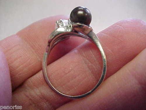 Kultur Perle Ring m. Sort og Hvid Perle i 14 Karat Hvidguld m. Diamanter.