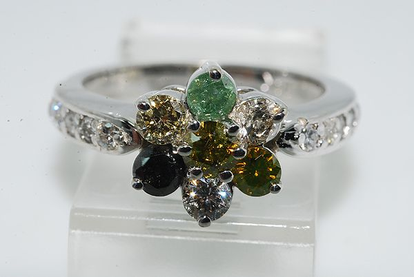 Diamant Roset Ring i 14 Karat Hvidguld m. Forskellig Farvede Diamanter.