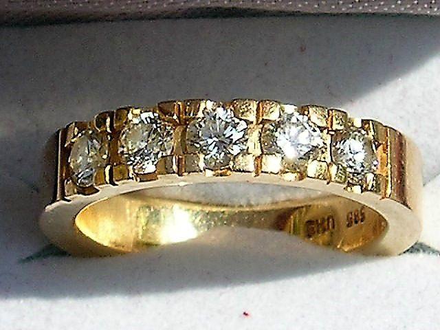 Alliance Ring i Guld m. i alt 1,33 carat Diamanter.