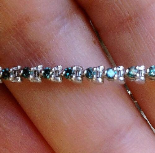 Tennis Armlænke m. 1,50 carat Blå Diamanter.