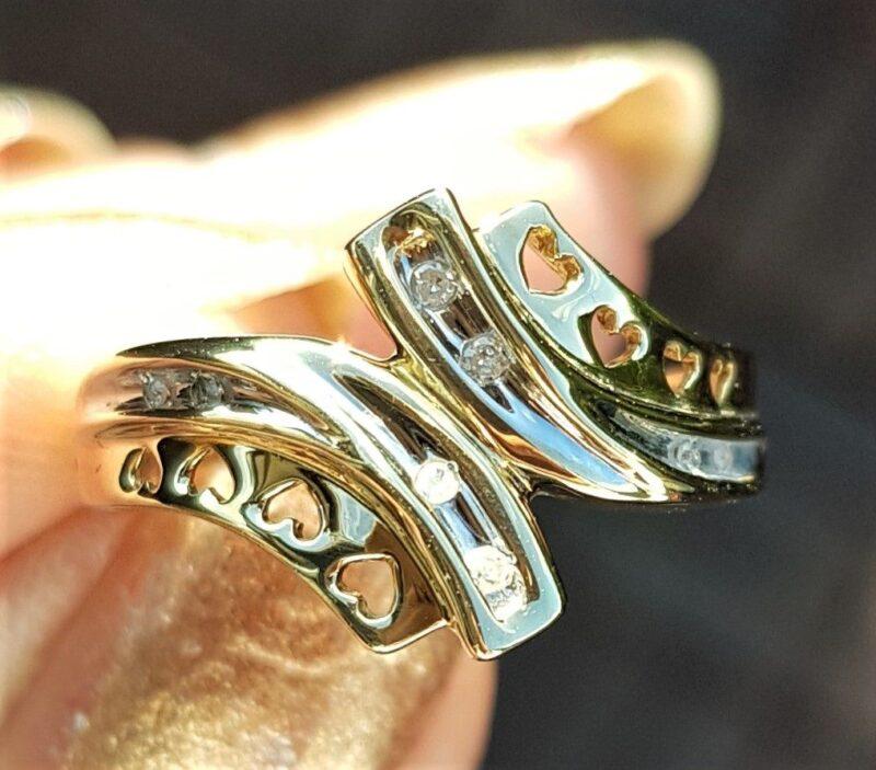 Hjerte Ring m. Diamanter i Guld/Hvidguld.
