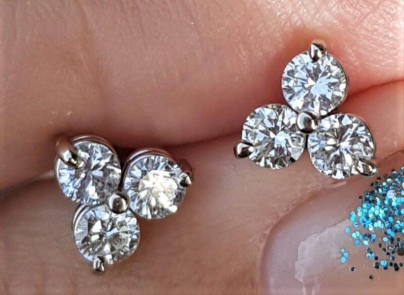 Triangel Diamant Øreringe i 14 Karat Hvidguld m. Total 0,42 carat.
