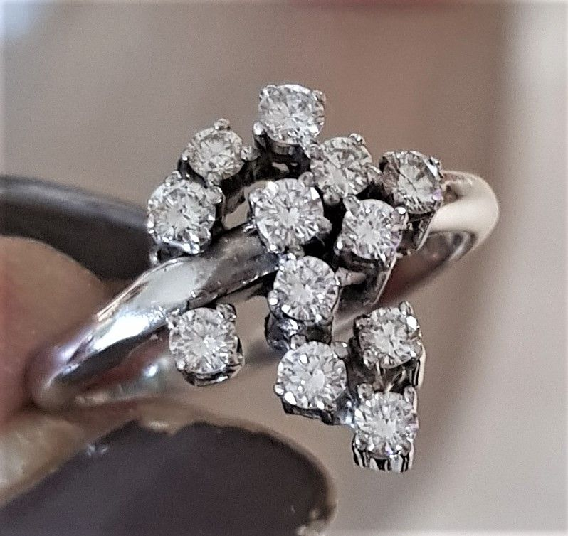 Brilliant Slebet Diamant Ring i 14 Karat Hvidguld.
