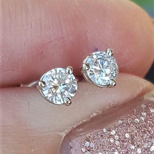 0,50 carat Solitaire Diamant Øreringe i 14 Karat Hvidguld
