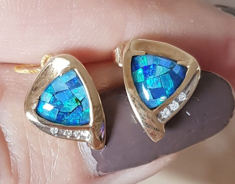 Opal Øreringe i Guld m. Diamenter.