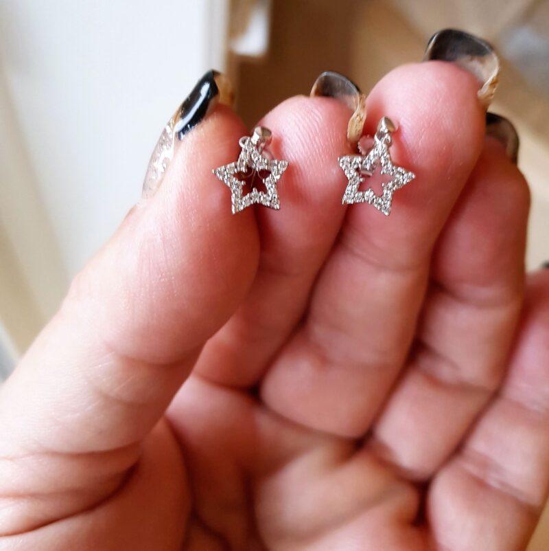 Stjerne Øreringe i 14 Karat Hvidguld m. i alt 0,40 carat Diamanter.