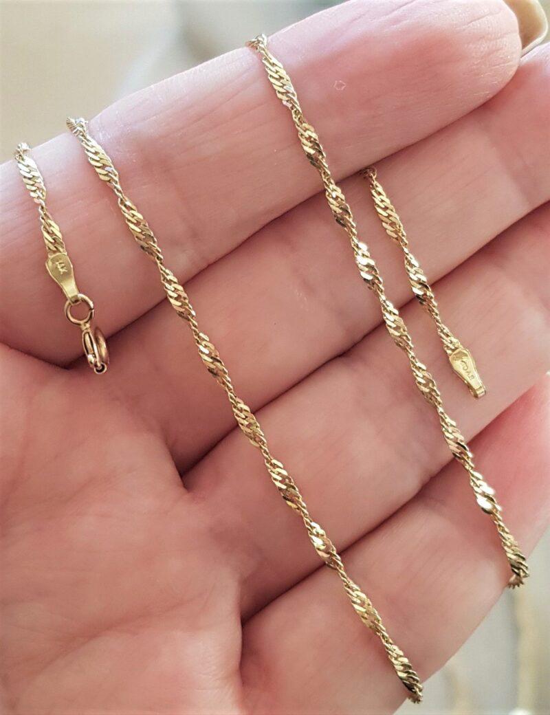 Snoet Singapore Kæde på 44,5 cm. og 3,2 g. i 14 Karat Guld.